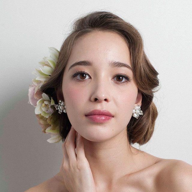Lip, Hairstyle, Skin, Shoulder, Eyebrow, Eyelash, Style, Beauty, Earrings, Bridal accessory,