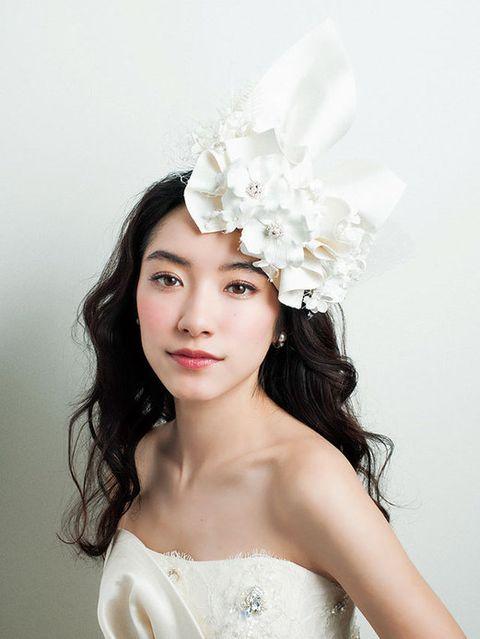 Lip, Hairstyle, Shoulder, Hair accessory, Style, Bridal accessory, Headpiece, Headgear, Petal, Beauty,