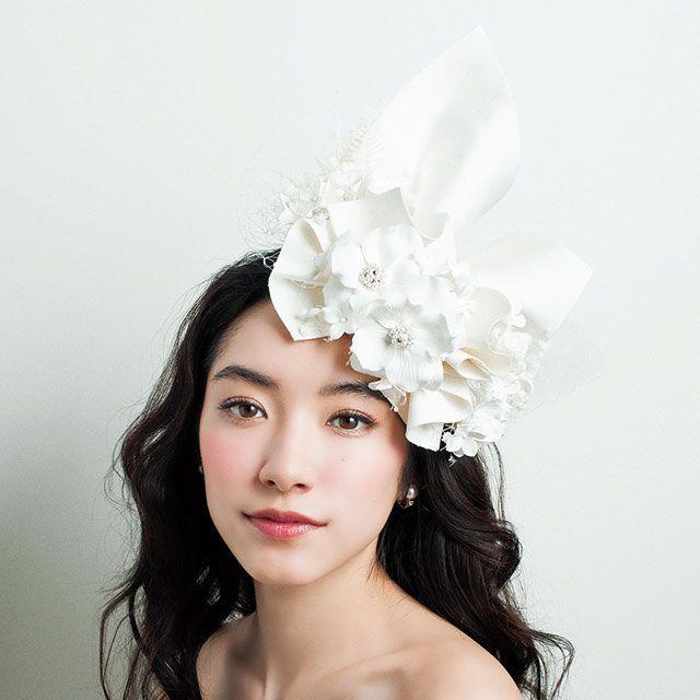 Clothing, Hairstyle, Style, Hair accessory, Bridal accessory, Headgear, Beauty, Headpiece, Petal, Bride,