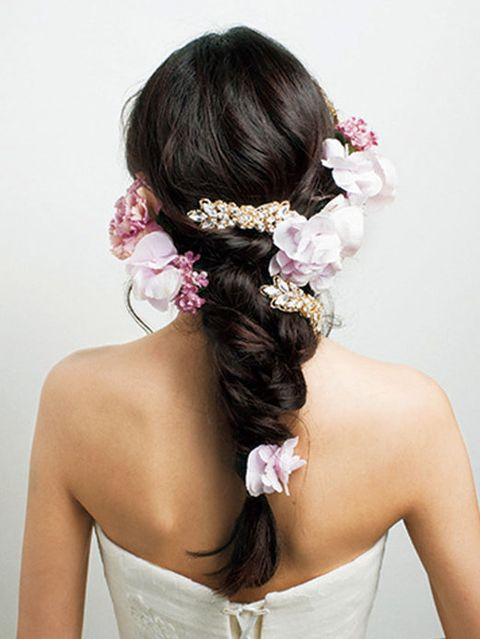 Clothing, Hairstyle, Petal, Skin, Forehead, Shoulder, Bridal accessory, Hair accessory, Joint, Style,