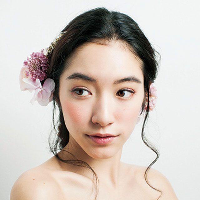 Lip, Hairstyle, Skin, Chin, Forehead, Shoulder, Eyebrow, Eyelash, Joint, Bridal accessory,