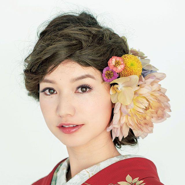 Hairstyle, Petal, Flower, Style, Tradition, Eyelash, Kimono, Costume, Cut flowers, Artificial flower,