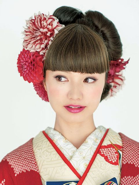 Lip, Hairstyle, Chin, Red, Hair accessory, Style, Costume, Headgear, Fashion, Beauty,