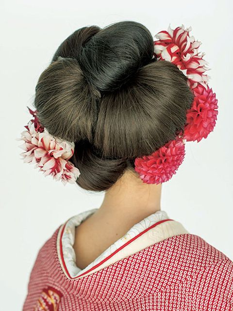 Hairstyle, Petal, Red, Flower, Pink, Style, Hair accessory, Headgear, Costume accessory, Sweater,