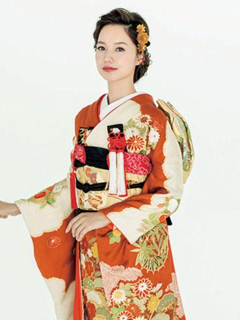 Hairstyle, Sleeve, Textile, Style, Costume design, Costume, Kimono, Lipstick, Tradition, Fashion design,
