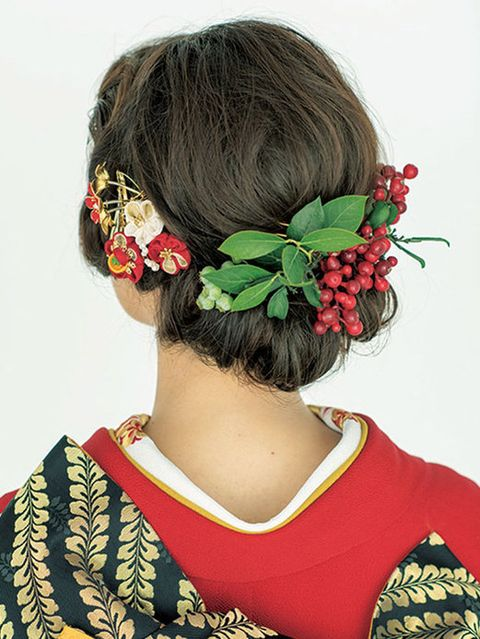 Hairstyle, Petal, Flower, Style, Headgear, Costume accessory, Tradition, Hair accessory, Costume, Artificial flower,