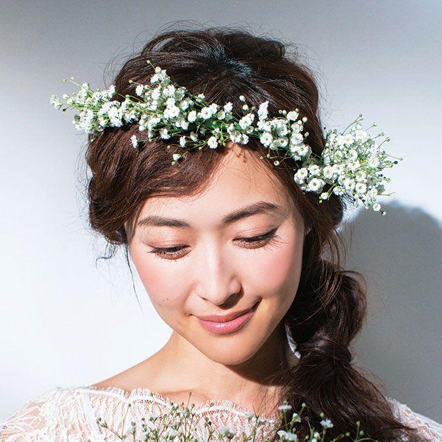 Hairstyle, Hair accessory, Headpiece, Petal, Flower, Fashion accessory, Headgear, Bridal accessory, Beauty, Bride,