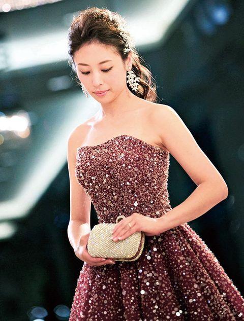 Dress, Clothing, Shoulder, Cocktail dress, Fashion model, Gown, Strapless dress, Beauty, Fashion, Skin,