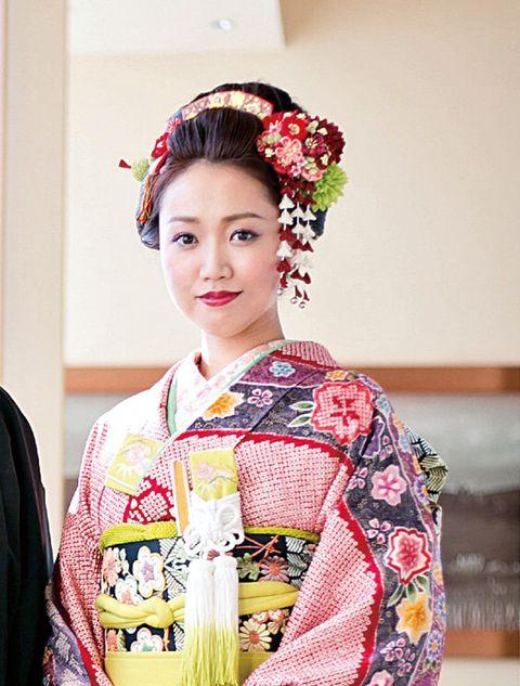 Hair, Kimono, Clothing, Hairstyle, Shimada, Costume, Beauty, Sakko, Tradition, Plant,