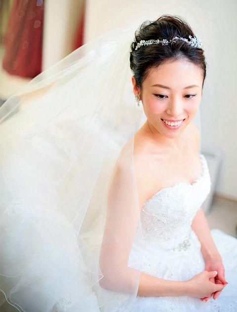 Hair, Bride, Photograph, Skin, Wedding dress, Dress, Headpiece, Beauty, Bridal accessory, Hairstyle,