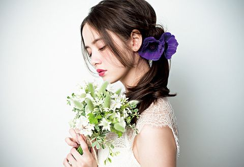 Human, Petal, Hairstyle, Skin, Flower, Bouquet, Beauty, Hair accessory, Cut flowers, Photography,
