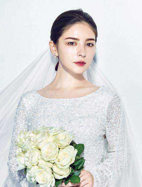 Hair, Dress, Shoulder, White, Gown, Clothing, Wedding dress, Bride, Hairstyle, Beauty,