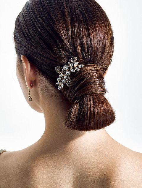 Hair, Headpiece, Hairstyle, Hair accessory, Chignon, Bun, Chin, Fashion accessory, Bridal accessory, Forehead,