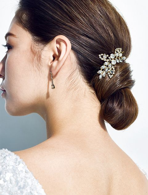 Hair, Headpiece, Hairstyle, Hair accessory, Bridal accessory, Chignon, Bun, Fashion accessory, Forehead, Beauty,