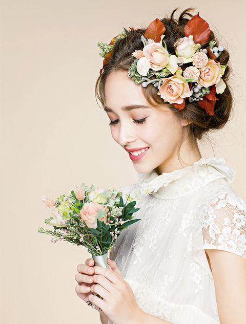 Petal, Flower, Photograph, Bouquet, Cut flowers, Hair accessory, Beauty, Flowering plant, Floristry, Headgear,