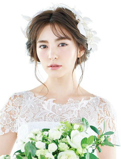Hair, White, Hairstyle, Skin, Beauty, Bride, Headpiece, Dress, Flower, Bridal accessory,