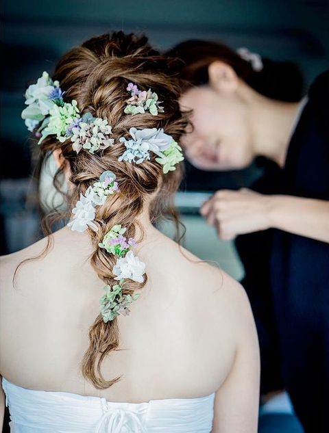 Hairstyle, Shoulder, Petal, Bridal accessory, Bridal clothing, Photograph, Hair accessory, Headpiece, Style, Bride,