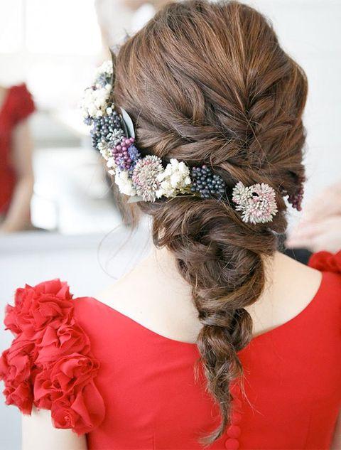 Hair, Hairstyle, Headpiece, Long hair, Hair accessory, Fashion accessory, Headgear, Chignon, Plant, Brown hair,