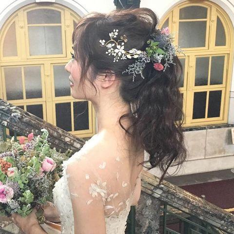 Hair, Headpiece, Bride, Hairstyle, Hair accessory, Bridal accessory, Beauty, Wedding dress, Head, Shoulder,