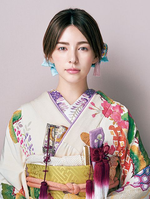 Hair, Clothing, Hairstyle, Kimono, Costume, Tradition, Photo shoot, Hand fan,