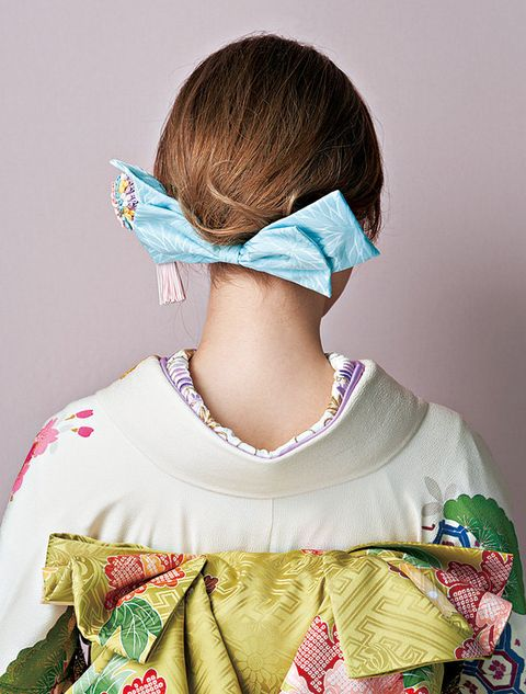 Neck, Joint, Textile, Costume, Photography, Fashion accessory,
