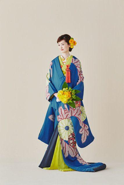 Sleeve, Standing, Style, Formal wear, Costume design, Electric blue, Costume, Fashion illustration, Vintage clothing, Cobalt blue,