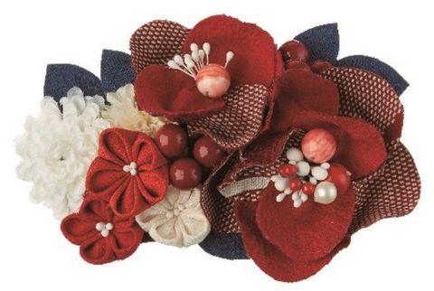 Petal, Red, Hair accessory, Creative arts, Embellishment, Artificial flower, Costume accessory, Headpiece, Floral design, Cut flowers,