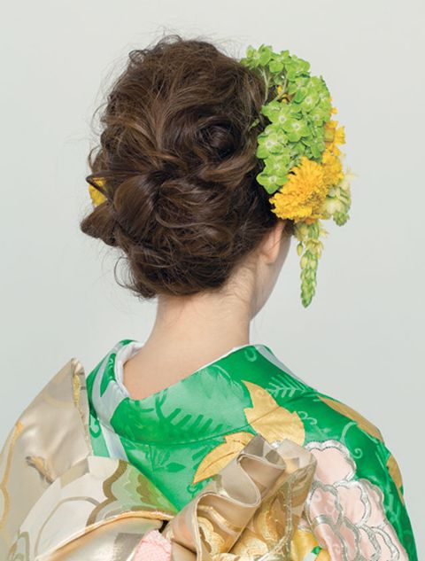 Hair, Hairstyle, Yellow, Long hair, Ringlet, Cut flowers, Chignon, Flower, Plant, Headpiece,