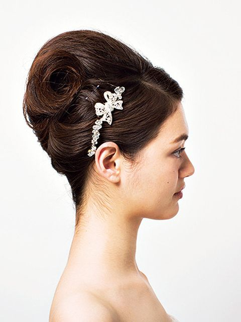 Hair, Headpiece, Hairstyle, Hair accessory, Forehead, Bridal accessory, Bun, Chin, Chignon, Fashion accessory,