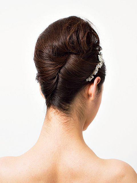 Hair, Hairstyle, Bun, Chin, Skin, Chignon, Beauty, Neck, Forehead, Hair accessory,