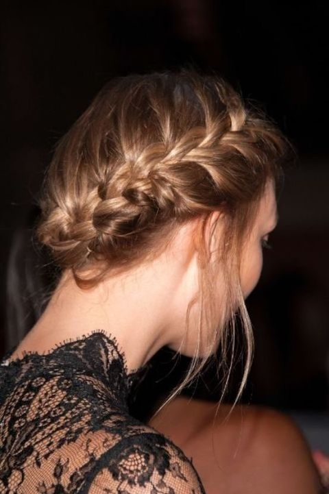 Hair, Hairstyle, Shoulder, Blond, Chin, Long hair, Neck, Brown hair, Back, Joint,