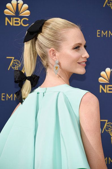 Hair, Hairstyle, Beauty, Shoulder, Bun, Ear, Chignon, Blond, Dress, Long hair,