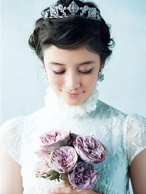 Hairstyle, Eyebrow, Petal, Bridal accessory, Style, Beauty, Hair accessory, Formal wear, Headgear, Dress,
