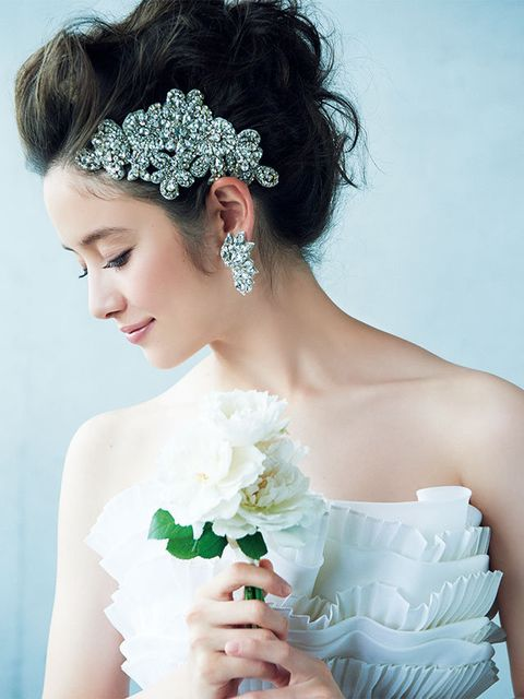 Hair, Headpiece, Hair accessory, Bride, Bridal accessory, Hairstyle, Clothing, Skin, Dress, Beauty,