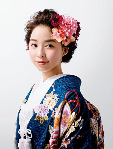 Hair, Kimono, Clothing, Hairstyle, Shimada, Costume, Beauty, Sakko, Hair accessory, Headpiece,