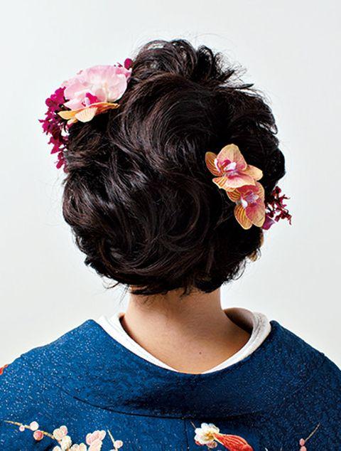 Hair, Hairstyle, Black hair, Beauty, Chin, Long hair, Brown hair, Fashion accessory, Petal, Hair accessory,