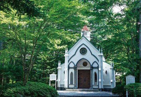 Chapel, Green, Building, Place of worship, Tree, Architecture, Church, House, Shrine, Plant,