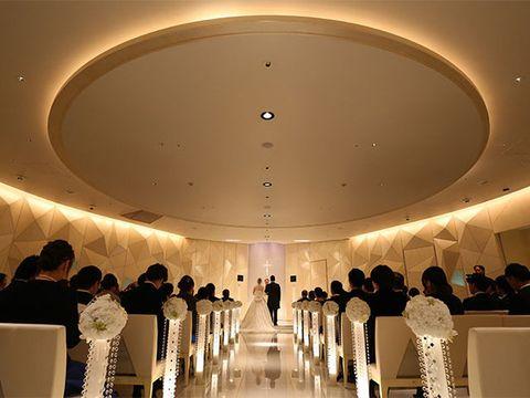 Lighting, Interior design, Ceiling, Function hall, Amber, Interior design, Ceiling fixture, Light fixture, Hall, Beige,