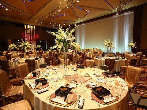 Tablecloth, Lighting, Furniture, Textile, Function hall, Interior design, Decoration, Linens, Dishware, Table,