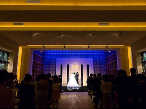 Lighting, Ceiling, Hall, Light fixture, Display device, Column, Haute couture, Function hall, Gown,