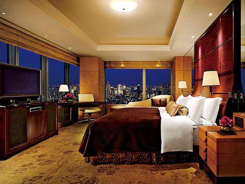 Lighting, Bed, Room, Interior design, Wood, Property, Floor, Drawer, Textile, Bedding,