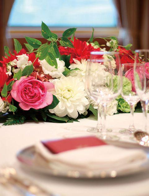 Petal, Dishware, Flower, Serveware, Glass, Pink, Drinkware, Stemware, Bouquet, Floristry,