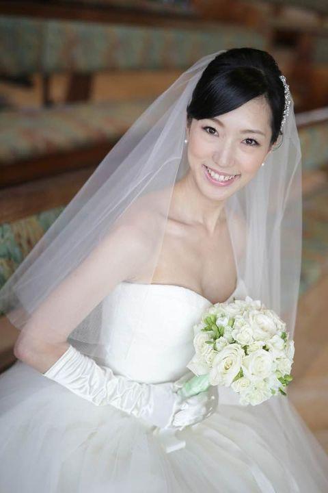 Clothing, Bridal clothing, Bridal veil, Veil, Sleeve, Shoulder, Textile, Petal, Photograph, Bride,