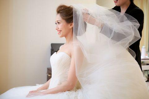 Clothing, Face, Bridal clothing, Eye, Skin, Sleeve, Bridal veil, Shoulder, Bridal accessory, Dress,