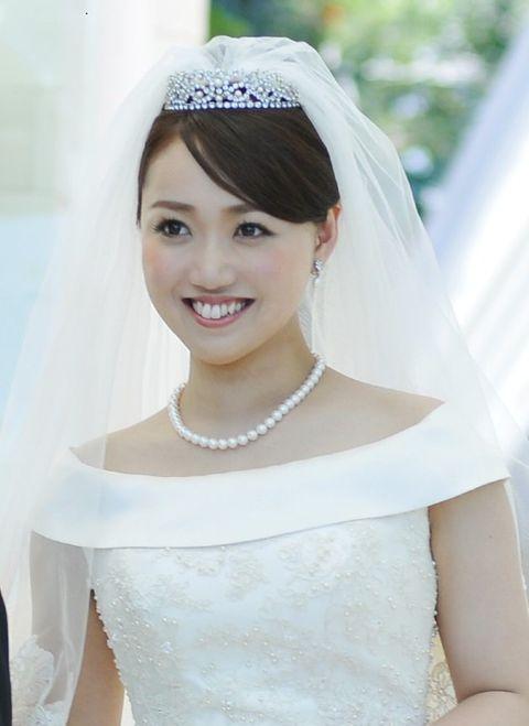 Hair, Veil, Headpiece, Photograph, Bride, Bridal accessory, Bridal veil, Hair accessory, Clothing, Skin,