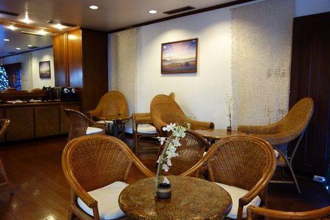 Room, Interior design, Building, Furniture, Table, Suite, Restaurant, Real estate, Hotel, House,