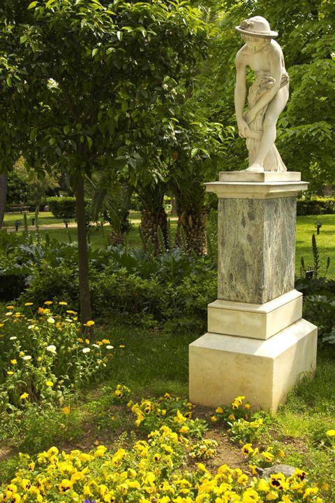 Plant, Sculpture, Shrub, Garden, Park, Classical sculpture, Groundcover, Memorial, Monument, Pedestal,