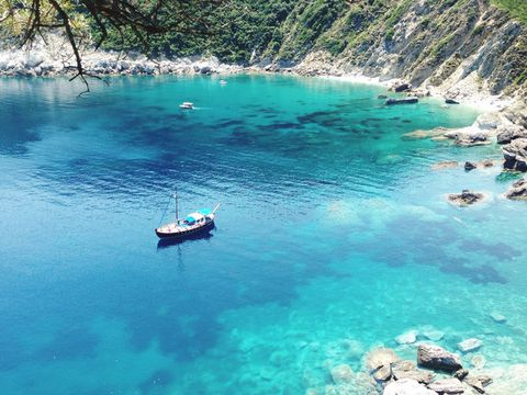 Body of water, Water, Water resources, Turquoise, Blue, Sea, Azure, Aqua, Bay, Coastal and oceanic landforms,