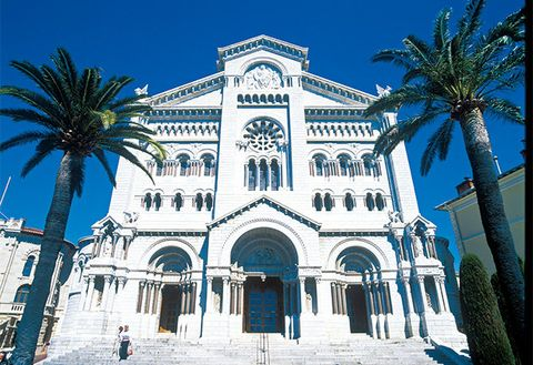 Landmark, Architecture, Blue, Building, Classical architecture, Sky, Facade, Palm tree, Place of worship, Tree,