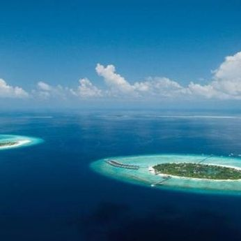 Water resources, Water, Artificial island, Atoll, Island, Sky, Natural landscape, Coastal and oceanic landforms, Ocean, Sea,